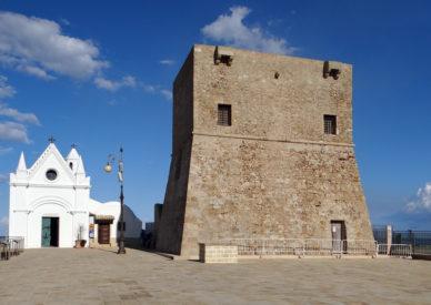 096-la-chiesetta-e-la-torre
