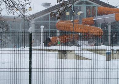 scivolo con tuffo in neve
