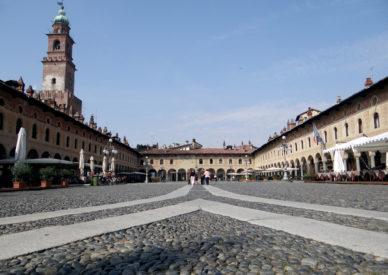 09-Veduta-dal-lato-Duomo