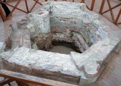 25-Fonte-battesimale-nel-Battistero