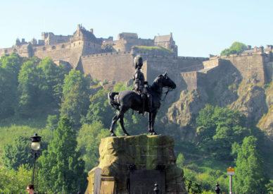 015 il castello di Edimburgo